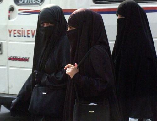 779px-niqab1.jpg