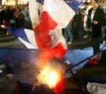 drapeaux français brûlés.jpg